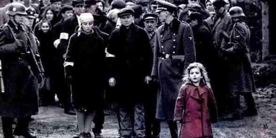 La jeune fille au manteau rouge