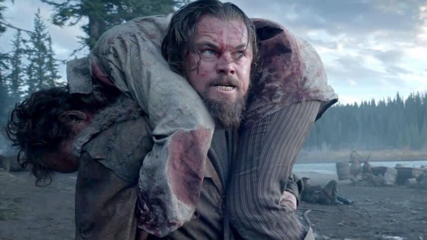Leonardo Di Caprio aide un rescapé