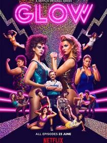 Glow, la série Netflix sur le catch féminin dans les années 80