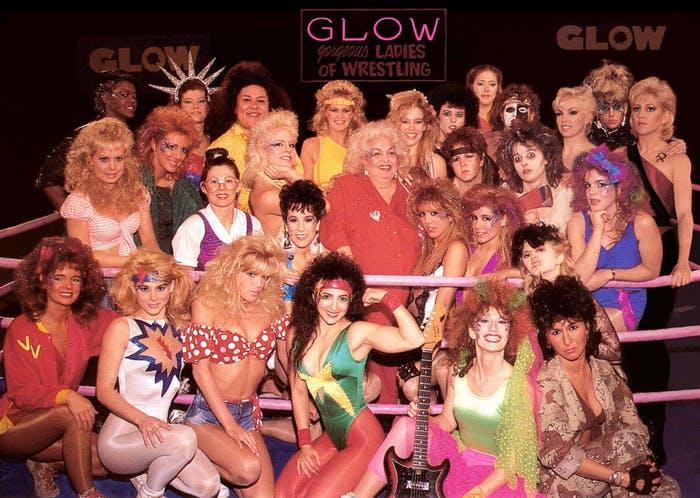 le casting de la série glow dans les années 80